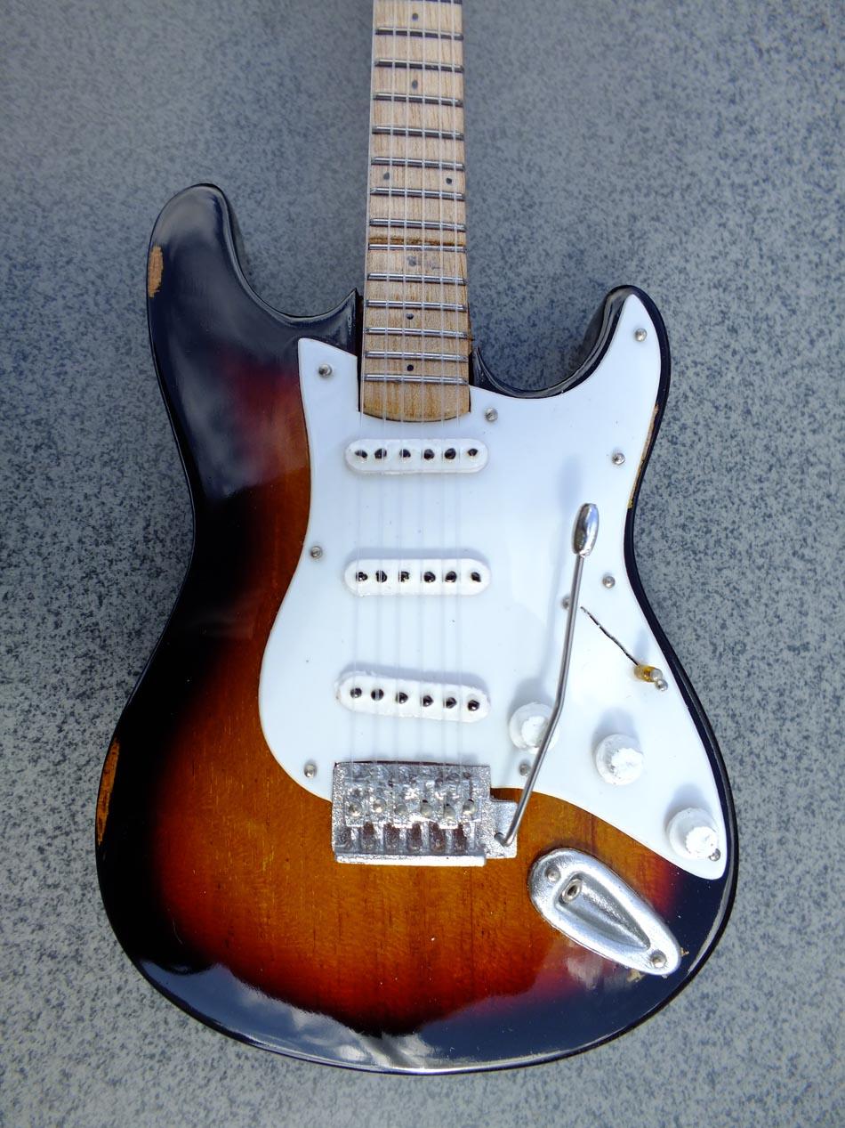 Eric Clapton Brownie Miniature Guitar Rgm610